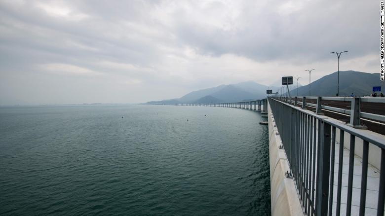 El puente sobre el mar más largo del mundo abre esta semana en China